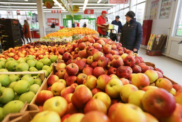 Медведев согласился ограничить наценки на товары