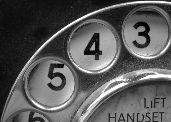 Можно ли увеличить коверсию, просто разместив номер контактного телефона на целевой странице?