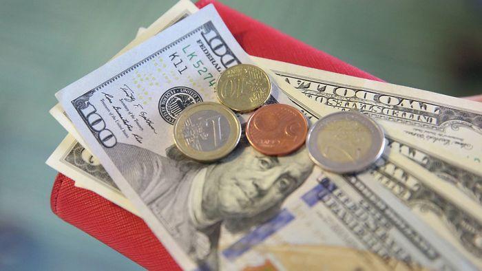 Россиянам советуют хранить сбережения в рублях