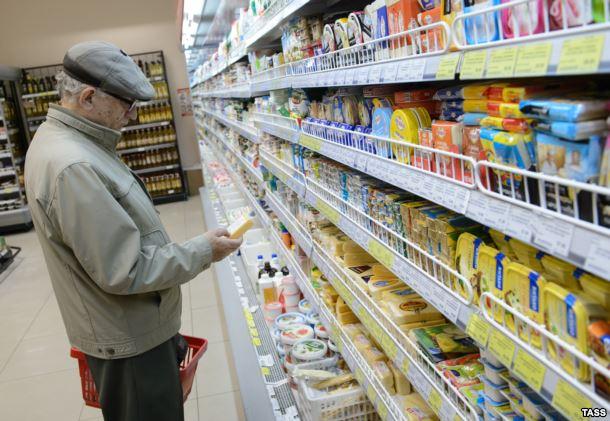 Среди россиян растет недовольство продуктовым эмбарго